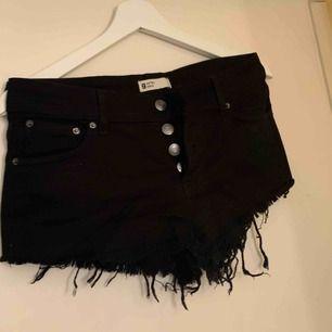 Svarta jeansshorts, aldrig använda, frakt ingår inte i priset