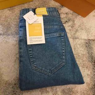 Helt oanvända jeans från PULL&BEAR som formar kroppen jätte fint!