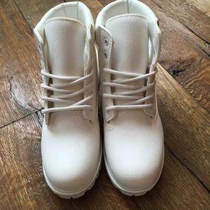 Nya skor endast testade inomhus.