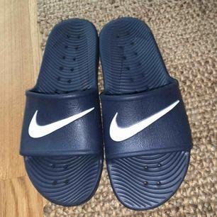 Nike tofflor!  knappt använda
