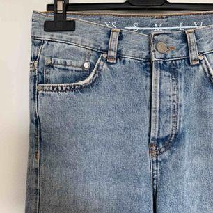 Raka (smått utsvängda) jeans från Bikbok. Superfina men tyvärr blivit för små. Frakt tillkommer