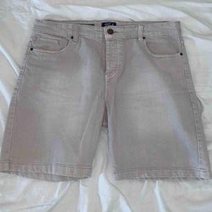 knappt använda jeans shorts