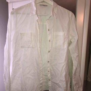 Vanlig vit skjorta