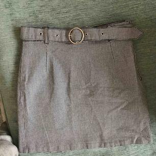 Kjol från H&M i fint skick! Säljes då den ej kommer till användning.