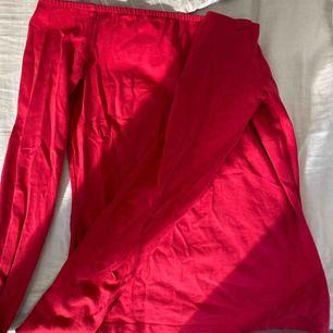 röd off-sholder tröja från Nelly. Köpte för använda på julafton, så bara använd en gång