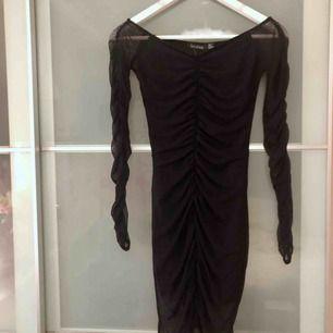 Helt oanvänd klänning storlek 36 passar 34! Med tags