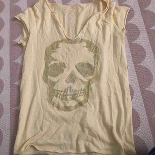Zadig Voltaire t-shirt. Gul fin och somrig!