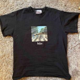 Super cool The Beatles t-shirt. Står ingen storlek, men den sitter som en s-m!💞💞 Frakt är inkluderat i priset
