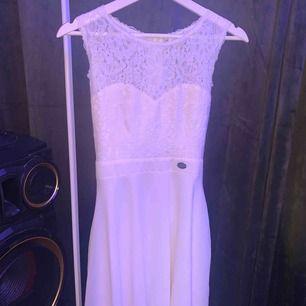Säljer denna jättefina klänning från bubbleroom då jag bara använt den 1 gång sen har den bara legat. Frakten betalar du för🥰