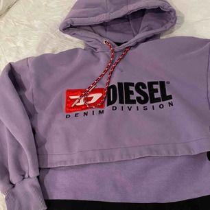 Diesel hoodie, aldrig använt. Gillar inte färgen:/  Ordinarie pris 1200kr!