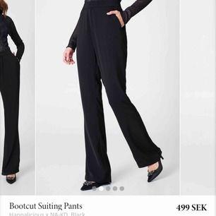 Skitsnygga kostymbyxor från NA-KD! Aldrig använda men köpta second hand, superfint skick! Lite korta på mig som är 173 cm lång🦋💕 Felfria, som nya. Strl 38 men skulle säga att de är små i storleken enligt mig