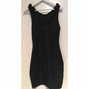 Svartklänning Storlek S  Hämtas i Bromma eller skickas, köparen står då för frakt
