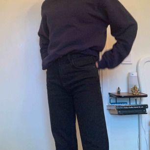 Säljer mina fina jeans från zara. Dem är lite insydda i midjan och sitter jättebra!
