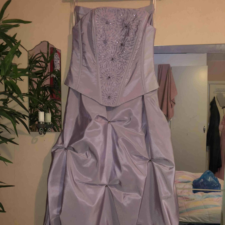 Helt ny balklänning - aldrig använd Storlek 36/38 450kr eller bud 🤩. Klänningar.