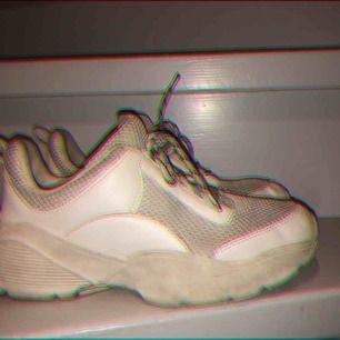 Skit coola skor som tyvärr inte kommer till användning. Köpta för 399 kr
