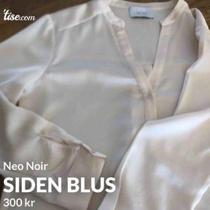 Blus i siden från Neo Noir. I storlek 36 och är inköpt förra året på Design Only. Knappt använd.
