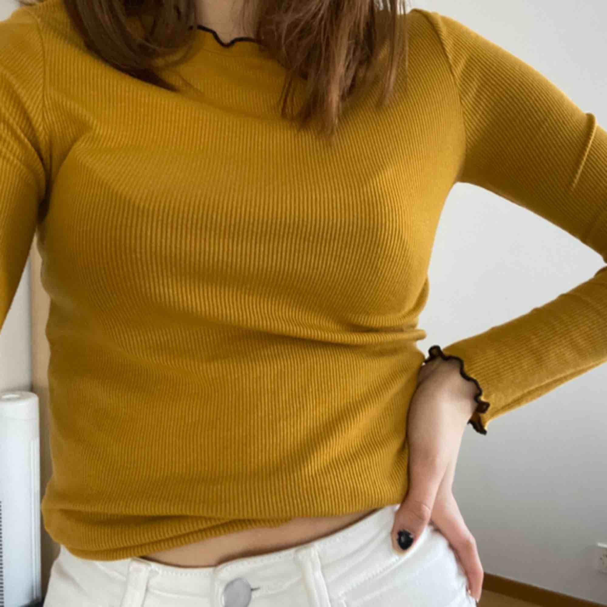 Senapsgul tröja från Zara. Köparen står för frakten . Tröjor & Koftor.