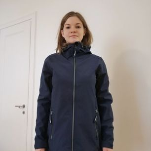 Almost new rain coat for summer, light, water repellent, windproof and breathable.
