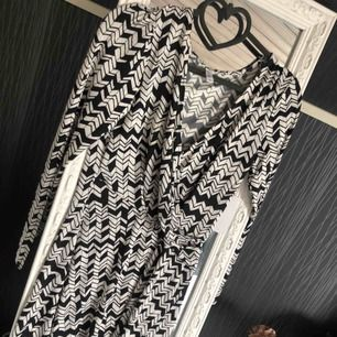 Helt ny klänning med etikett. Storlek S och beställdes på Bubbleroom. Finns att hämta i Eslöv.