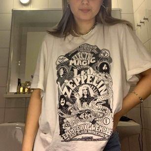 Fin t shirt som ser ut att vara oversized look, bra skick!