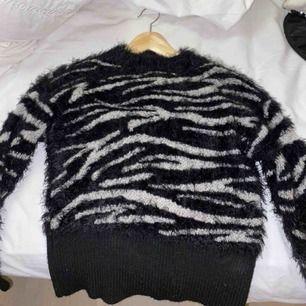 Zebra print tröja för endast 50kr!!! Fraktar endast!❣️ Storlek S
