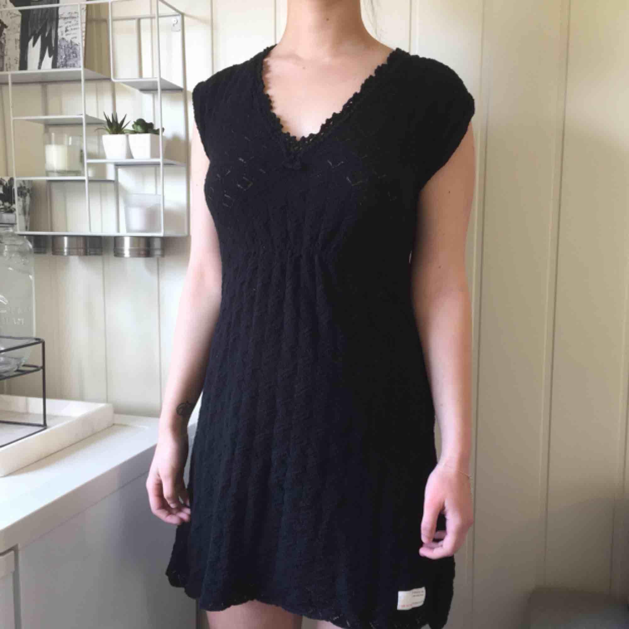Odd Molly klänning i storlek 1, jättefint skick! 463kr, fri frakt samt spårbar.  Fun fact; Från början tillhörde den Linn Ahlborg, syns i en av hennes bloggar. Köptes från hennes Sellpy sida.. Klänningar.