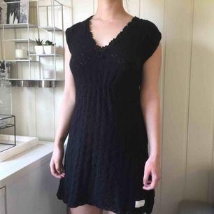 Odd Molly klänning i storlek 1, jättefint skick! 463kr, fri frakt samt spårbar.  Fun fact; Från början tillhörde den Linn Ahlborg, syns i en av hennes bloggar. Köptes från hennes Sellpy sida.
