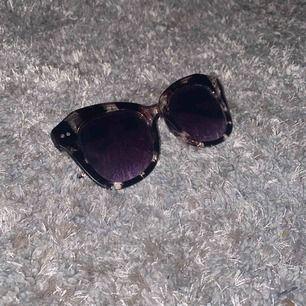 Supersnygga solglasögon! Frakt är inkluderat i priset 💞