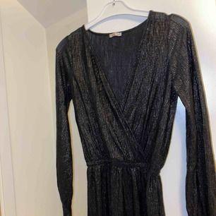 Superfin klänning, frakt är inkluderat i priset!