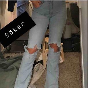 Söker liknande ljusblå bootcut jeans i strl 34 eller 36, med liknande hål. Är 170 och vill ha att byxorna ska gå över fötterna:))) kontakta om ni har😊