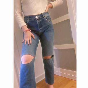 Helt nya jeans, står storlek 42 men passar mig som har 38. Säger pga att jag inte har någon användning av dem 🥰