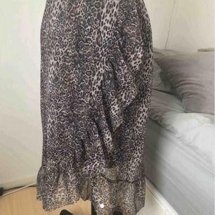Säljer min fina kjol från Cubus storlek xs kan passa S också💕Jag kan möta upp i Stockholm annars står köparen för frakten, kom privat för fler bilder💞