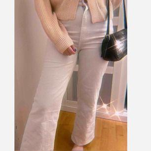 Vita widelegged jeans från Carlings. Aldrig använda, passar både S och M. Nypris 499🥰