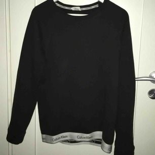 """svart ck tröja med """"kalsongkant"""" längst ner, använd ett fåtal gånger."""