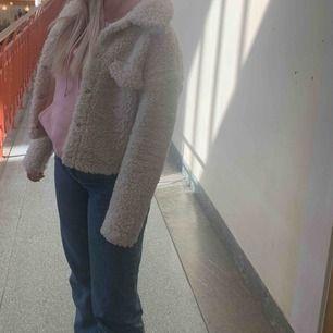 Superfin teddyjacka i storlek S som knappt är använd. FRI FRAKT #frifrakt #teddy #teddyjacka
