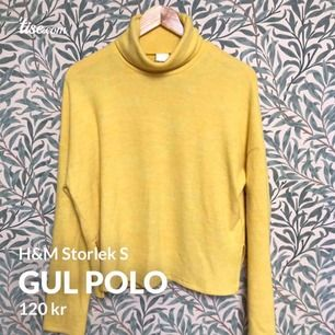 Vårens trendfärg! Mjuk polo i solgult från hm, storlek s. Använd en gång, aldrig tvättad. Som ny!