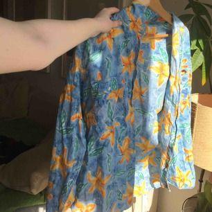 Oversized skjorta med sjukt mönster. Gör en intressekoll på denna då jag inte vet om jag vill sälja än:)