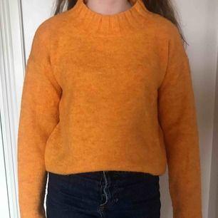 Snygg stickad tröja med hög krage från Cubus! Använda max 3 gånger! Frakt tillkommer!