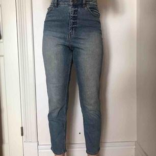Väldigt snygga jeans från cheap monday i fint skick! Slutar lite högre än ankeln om man är 1.65! Frakt tillkommer