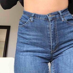 Blåa tajta (stretchiga!!) jeans från cheap monday !! Jättefina, men har tyvärr blivit för små för mig. Frakt är inte inkluderat🙉🙉