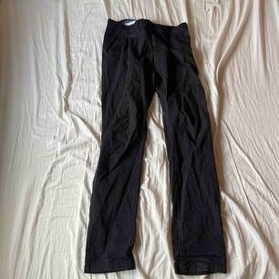 Snygga och svarta kostymbyxor från Lager, skitsnygga och sitter lite slim-straight