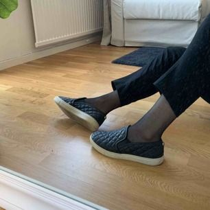 Sjukt fina skor i konst skinn från Steve Madden. Passar mig som har storlek 37. Fri frakt