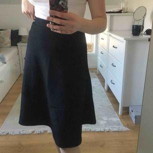 Jätte fin svart kjol från H&M i xs men skulle senare säga att storleken är S. Frakten inräknat.
