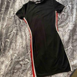 Oanvänd klänning  Storlek 34