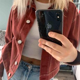 Röd jeansjacka från HM Strl: M