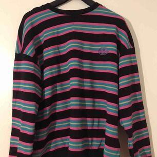 Supercool sweatshirt ifrån junkyard! Säljes pga att den inte kommer till användning. Har använts någon enstaka gång, annars i superbra skick! köparen står för frakt<3