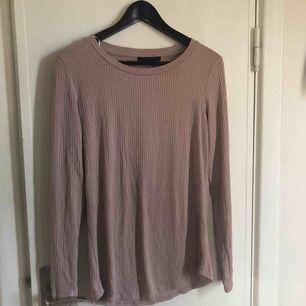 Gammalrosa tröja från Åhléns, använd 1 gång. Köparen står för frakt 🤠
