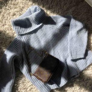 Jättefin stickad tröja från Zara Knits i vääärldens finaste färg 💗 storlek L, men passar mig som är XS! Använd få gånger och i toppskick! Kika in min profil för väskan!!