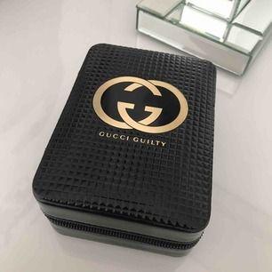 Limited edition Gucci parfym väska ( går ej att hitta någonstans )