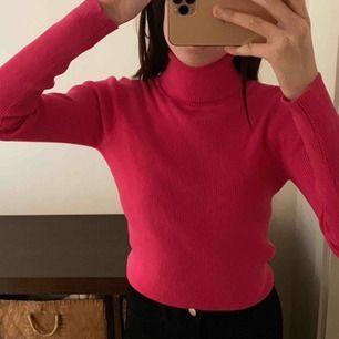 Långarmad tröja med krage Neon rosa tröja Köpare står för frakten Helt oanvänd 🤍🤍 Passar alla storlekar